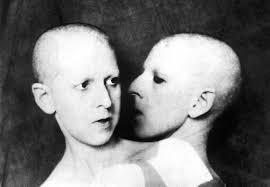 Claude Cahun, Que me veux-tu?, 1928.
